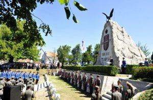 Tekeris, 19. avgusta 2014 - Svecanost povodom stogodisnjice Cerske bitke. U Tekerisu kod Loznice danas je u okviru spomen-kompleksa Cerska bitka uz vojne i drzavne pocasti pocelo obelezavanje stote godisnjice od jedne od najvecih pobeda srpske vojske u Pvom svetskom ratu. FOTO TANJUG / TANJA VALIC / tj