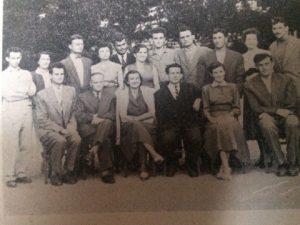 NASTAVNICI: u prvom redu s lijeva: stoji S. Velikic, sjede:B. Polic, V. Stadnicki, M. Mrsevic, I. Sarenac, M. Obrenovic i D. Radojcic.