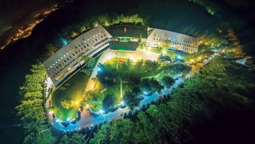 677z381_Nocni-snimak-hotela-Omorika-na-Tari,-fotodokumentacija-Vojne-ustanove-Tara