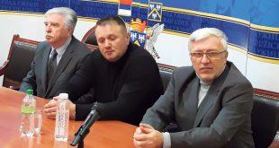 drusstvo--govornici-na-tribini-o-Kossarama-u-Uzicu,-s-leva-na-desno-Nikola-Sainovic,-Enes-Suljevic-i-Ljubinko-Djurkovic,-snimio-S